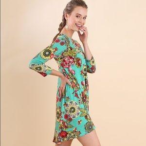 NWT Umgee Dress 3/4 Sleeve Medallion Print Dress